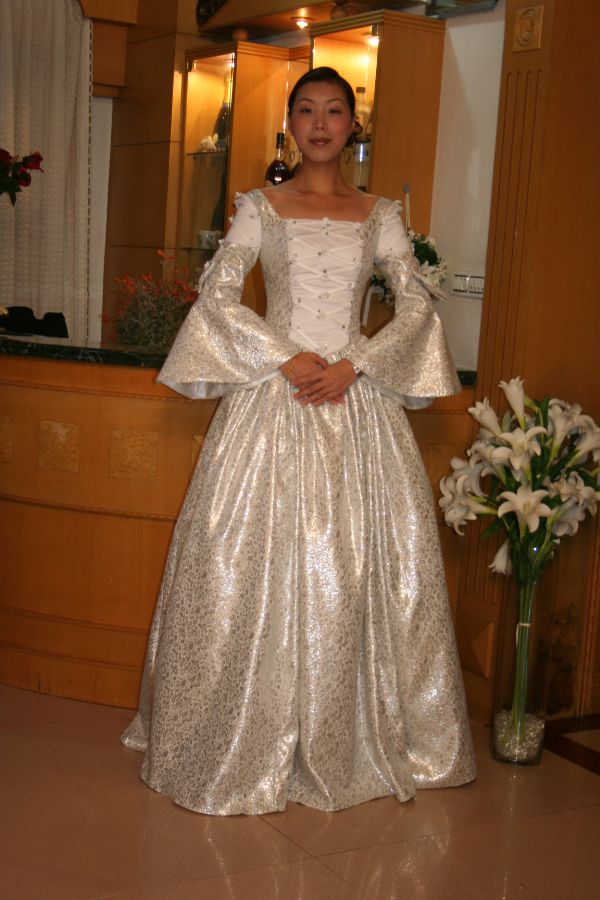ウエディングドレス1