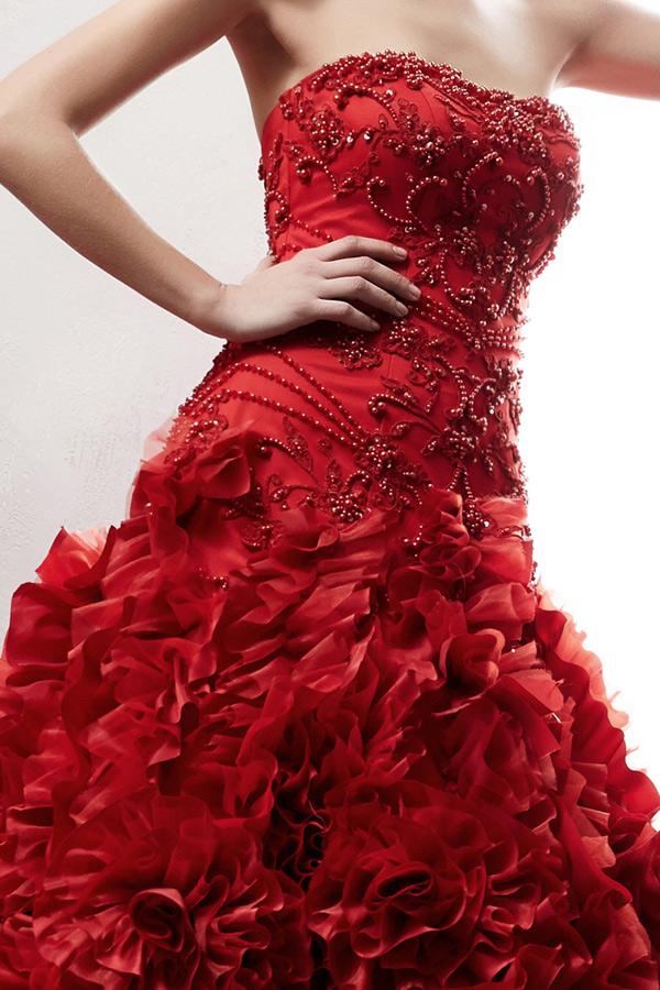 編み上げ式なのでサイズの微調整が可能なウエディングドレス