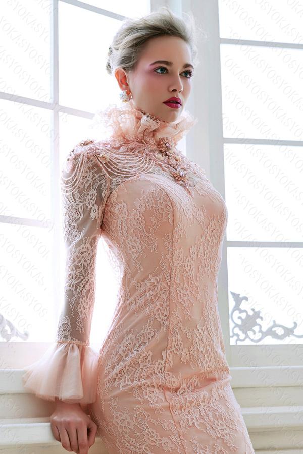 ピンクのスレンダーカラードレス