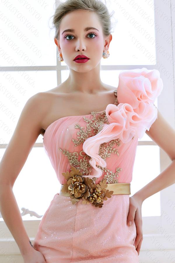 質感高いピンクのカラードレス