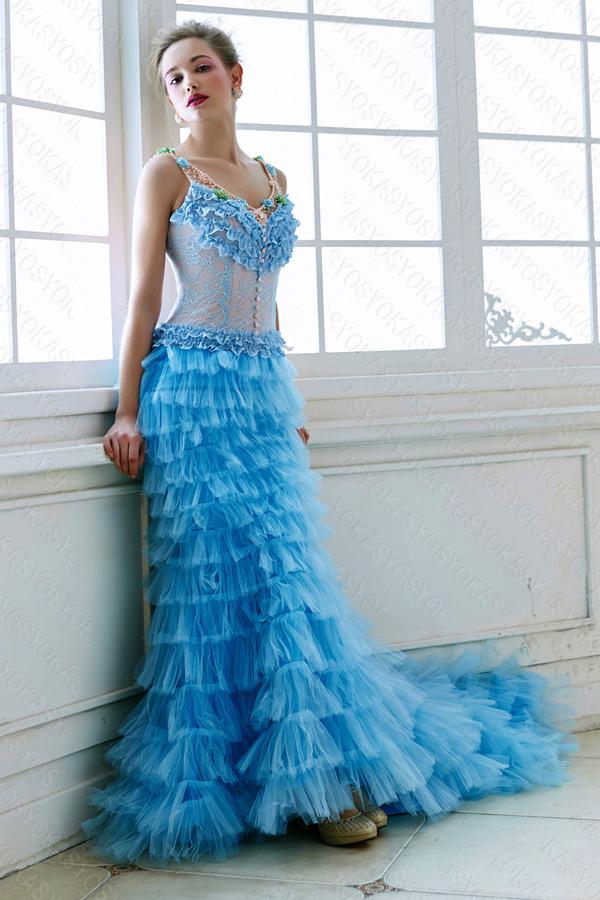 優しさを伝える落ち着いたブルーカラードレス