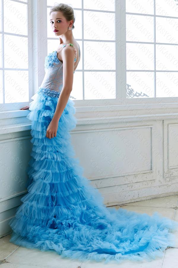 セクシーな大人の青色ドレス