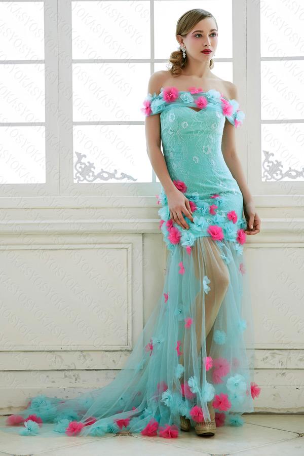 パステルカラーコサージュを使用したドレス